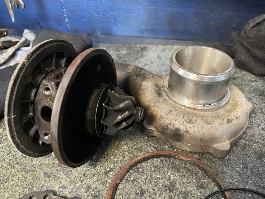 Deteriorari severele ale axului, compresorului si corpului turbosuflantei Opel Zafira